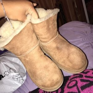 one bow chestnut uggs